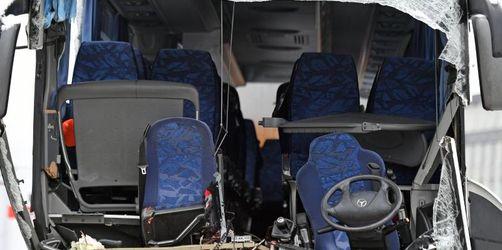 Bus nach Düsseldorf bei Zürich verunglückt