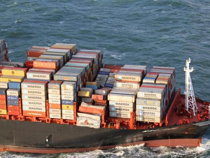 Gut eine Woche nach der Havarie des Containerfrachters beginnt die Bergung der Behälter. /Netherlands Coast Guard