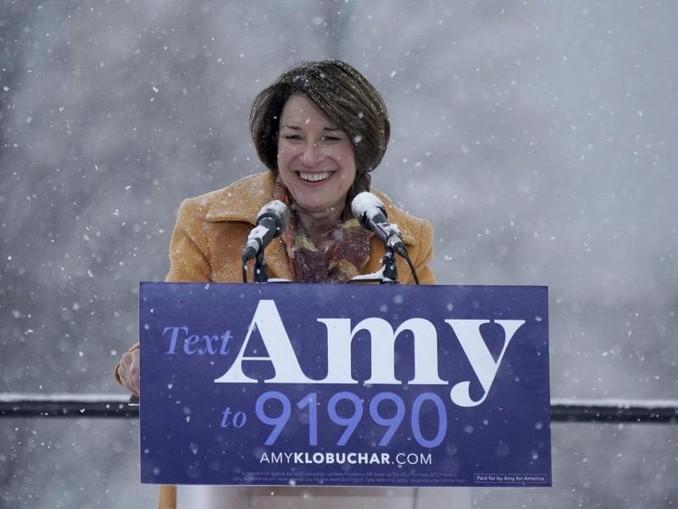Amy Klobuchar gab ihre Kandidatur im verschneiten Minneapolis bekannt. /Star Tribune