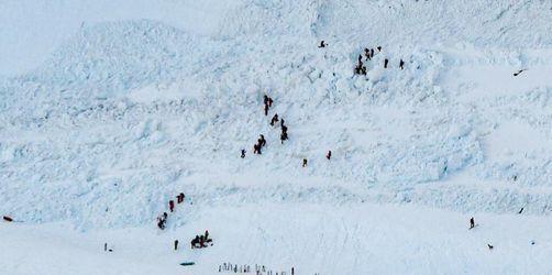 Lawine verschüttet mehrere Menschen auf Schweizer Skipiste