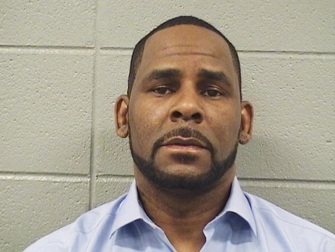 Der wegen sexuellen Missbrauchs angeklagte US-Sänger R. Kelly ist am Mittwoch erneut in Gewahrsam genommen worden.