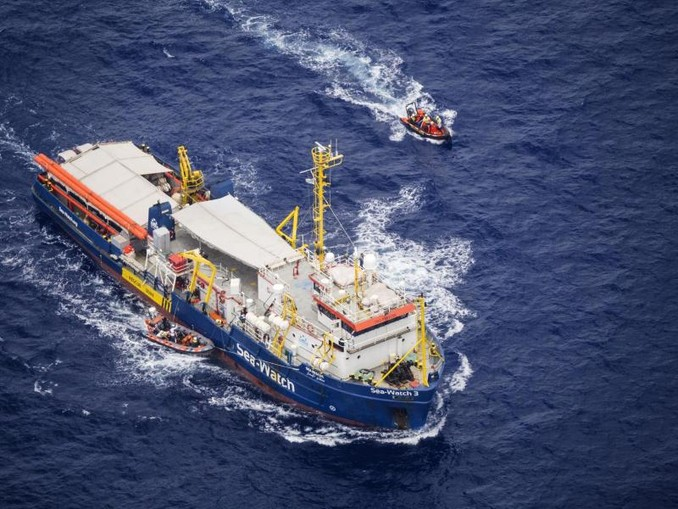 Die «Sea-Watch 3» hatte vor zwei Wochen insgesamt 53 Migranten vor Libyen gerettet, bekam aber keine Anlegeerlaubnis in einem europäischen Hafen. Foto: Sea Watch e.V.