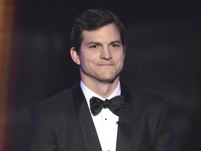 Ashton Kutcher weiß sich zu helfen. /Invision/AP