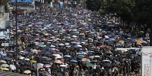 Zehntausende demonstrieren in Hongkong