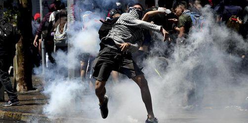 Elf Tote bei Protesten und Plünderungen in Chile