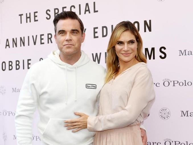Robbie Williams mit Ehefrau Ayda bei der Vorstellung seiner Mode-Kollektion. /dpa