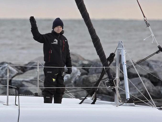 Greta Thunberg an Bord des Katamarans «La Vagabonde». /The Virginian-Pilot/AP/dpa