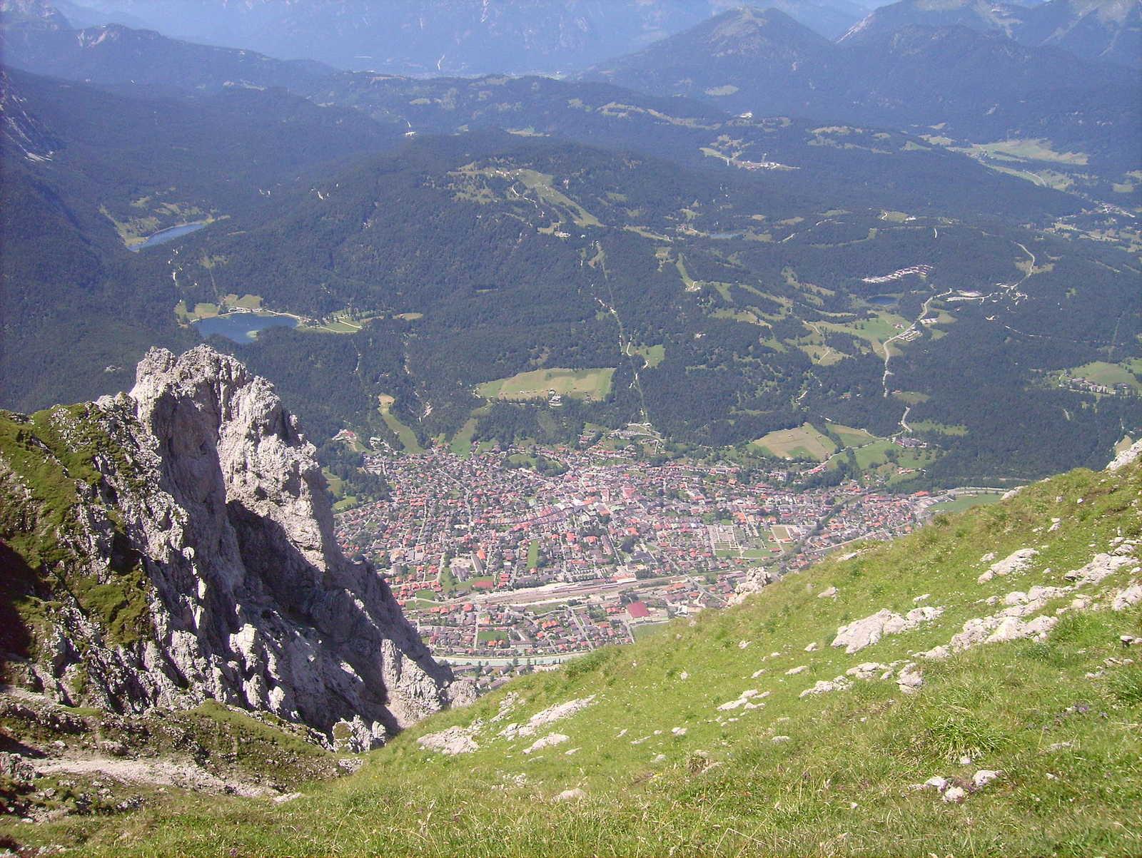 Mittenwald vom Karwendel aus betrachtet