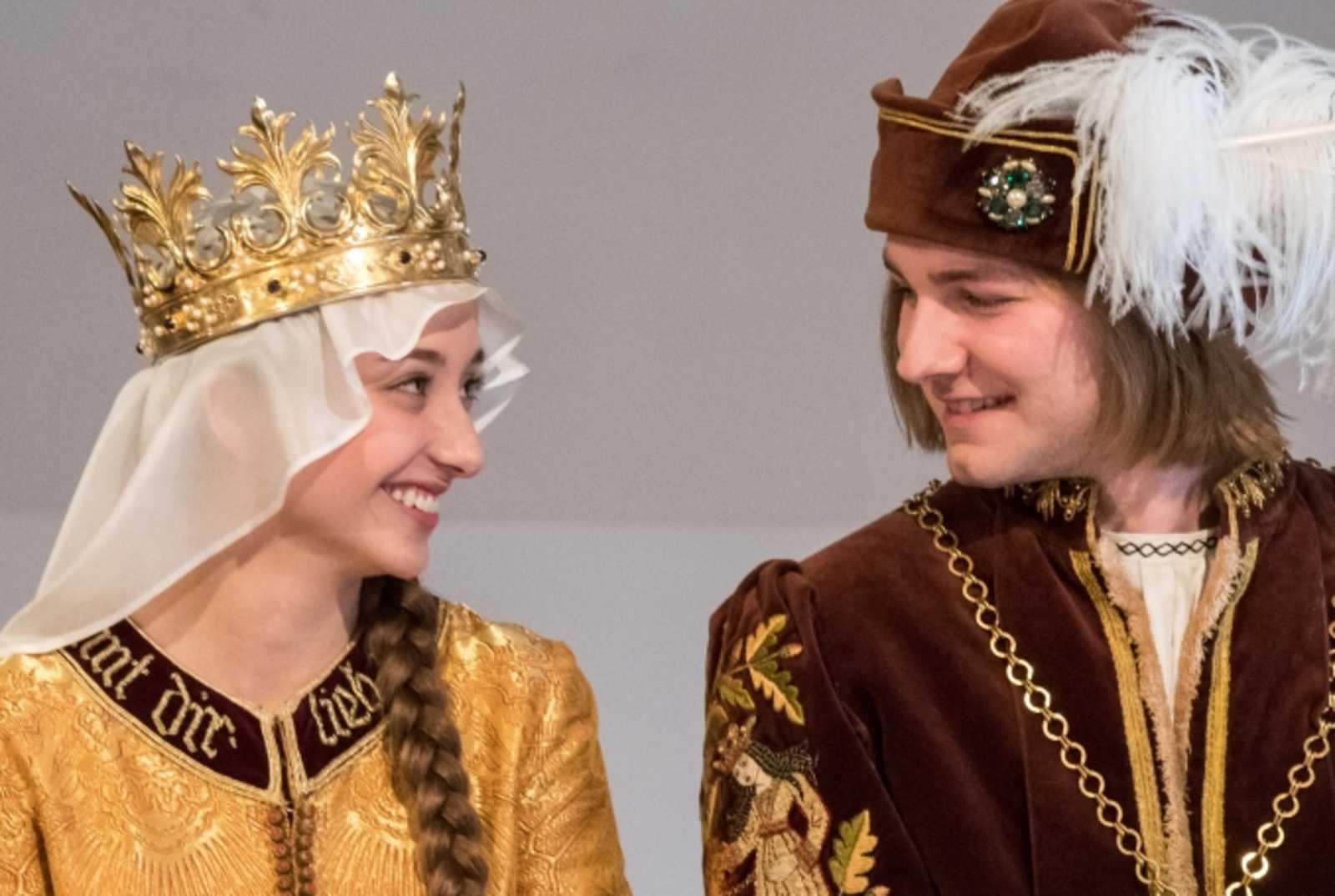 Landshuter Hochzeit So Sieht Das Neue Brautpaar Aus Antenne Bayern