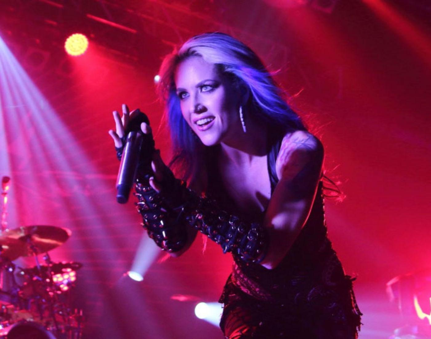 Arch Enemy Alissa White Gluz Arbeitet Am Solo Debüt Rock Antenne