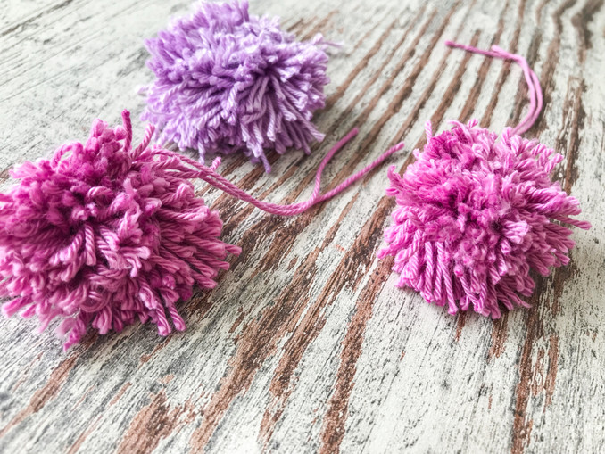 Pompoms aus Wolle, selbstgemacht, ohne Pappring.