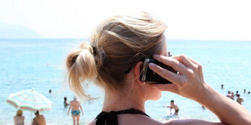 Verbraucherzentrale Bayern: das zahlen Sie im Pfingsturlaub für das Handy