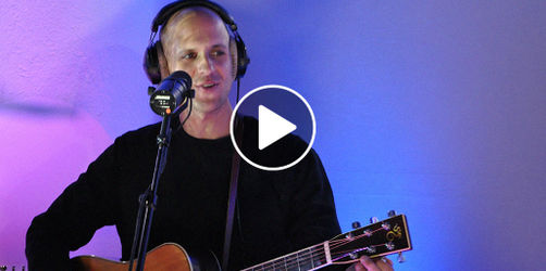 "Milow - ""Howling at the Moon"""